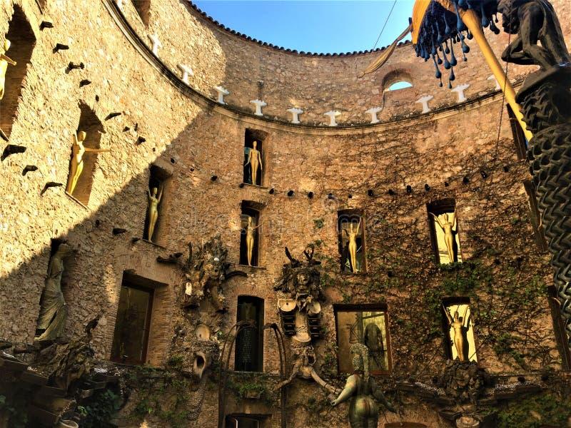 Dalì剧院-博物馆在菲盖尔,西班牙 建筑学、天才和艺术 免版税库存图片