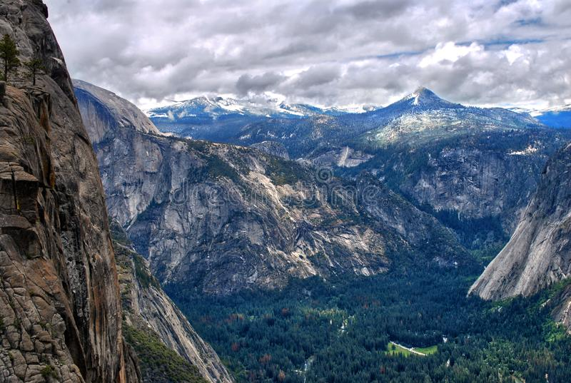 Dal av den yosemite nationalparken, Kalifornien USA royaltyfria foton