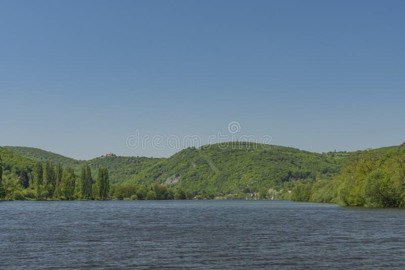 Dal av floden Labe nära den Sebuzin byn arkivbilder
