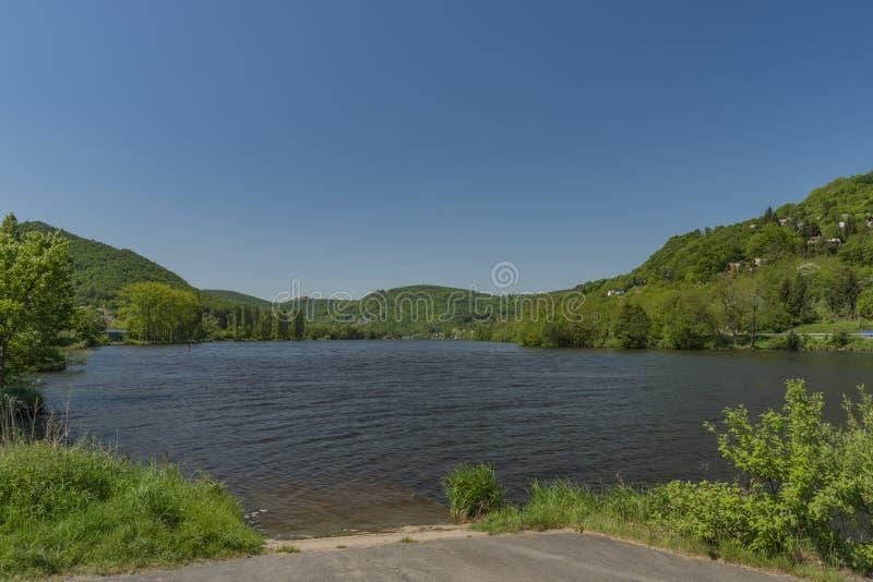 Dal av floden Labe nära den Sebuzin byn royaltyfri fotografi