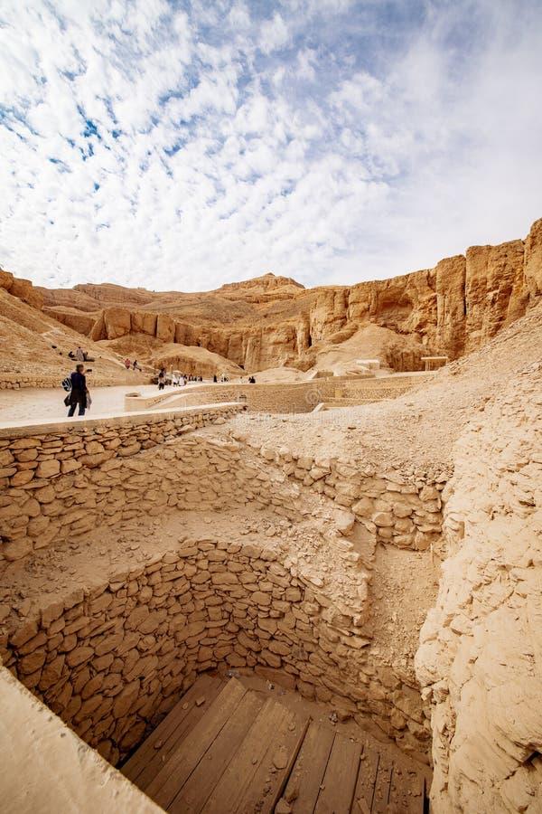 Dal av konungarna i Luxor Egypten gravvalvutgrävningar arkivbilder