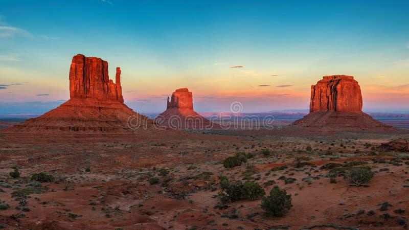 dal för arizona monumentsolnedgång fotografering för bildbyråer