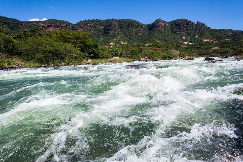 Dal för forsar för flodvatten arkivfoto