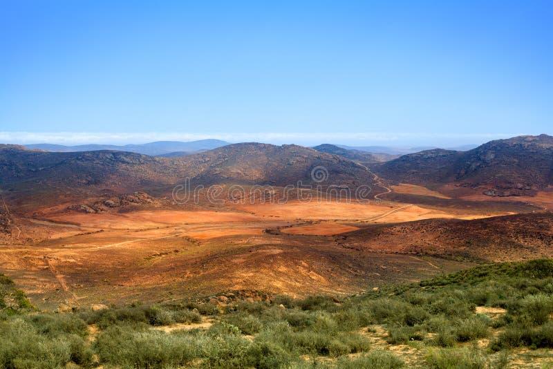 Dal för landskappanoramaberg, Drakensberg berg, löst Sydafrika lopp royaltyfria foton