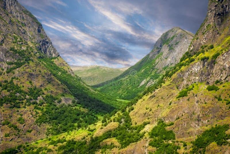 Dal och berg, Norge royaltyfria bilder