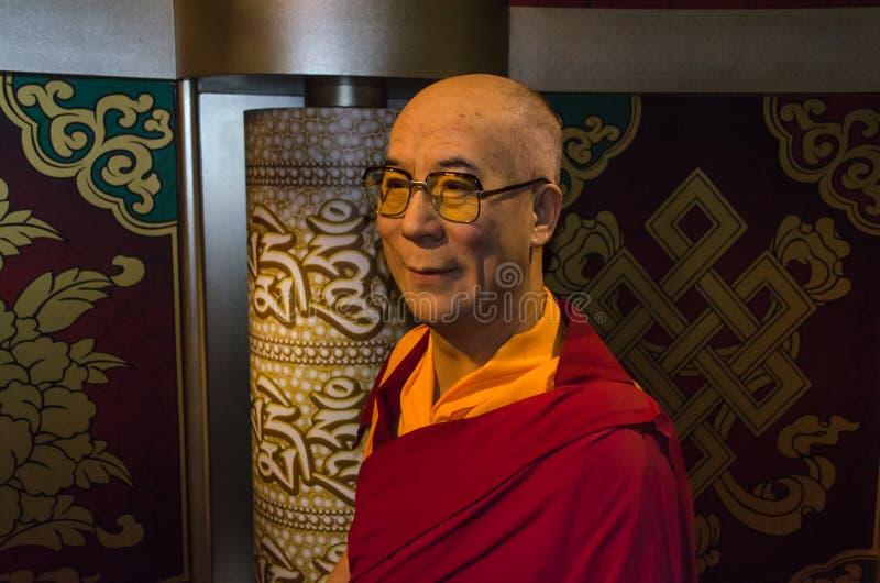 Dalai Lama, geistlicher Führer der tibetanischen Leute in Museum Madame Tussauds lizenzfreies stockfoto