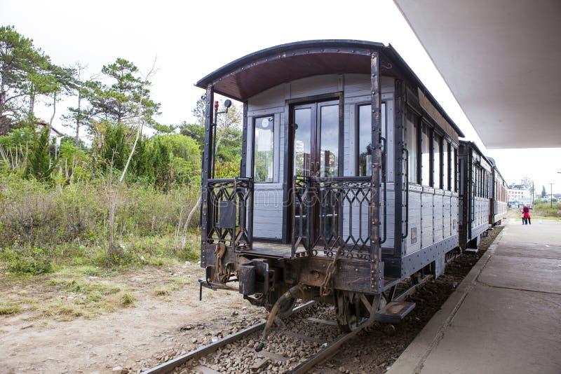 DALAT, ΒΙΕΤΝΆΜ - 17 Φεβρουαρίου 2017 Ο αρχαίος σταθμός είναι διάσημη θέση, προορισμός ιστορίας για τον ταξιδιώτη, με το σιδηρόδρο στοκ φωτογραφία με δικαίωμα ελεύθερης χρήσης