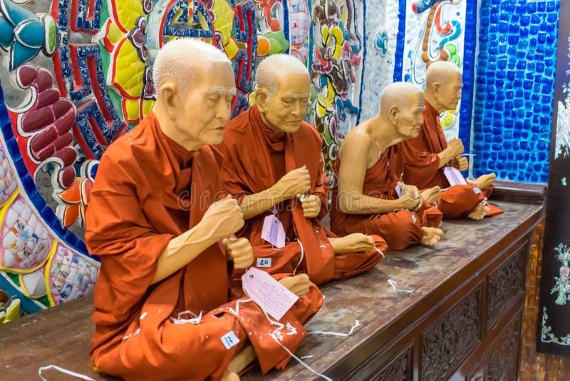 DALAT, VIETNAM - 15. APRIL 2019: Gruppe der Statue der Mönche in der Pagode in Dalat Vietnam stockbilder