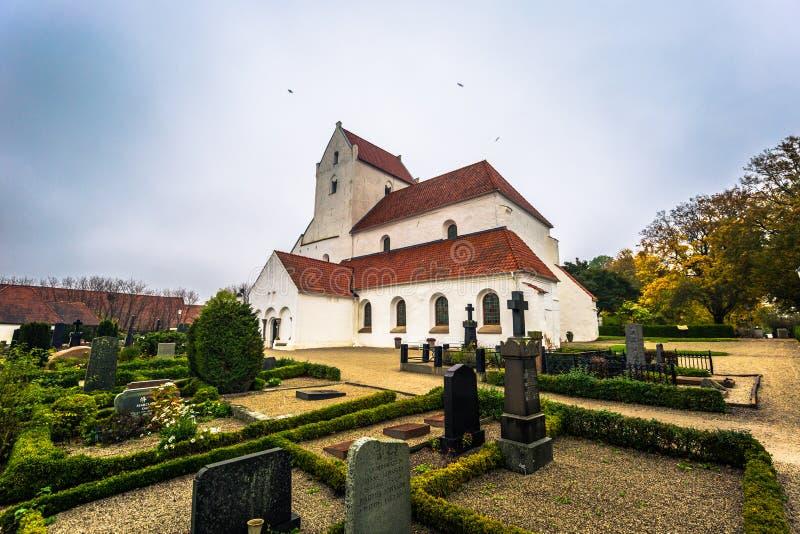 Dalby - 21 ottobre 2017: Chiesa storica del priore santo di Crross in Dalby, Svezia fotografia stock libera da diritti