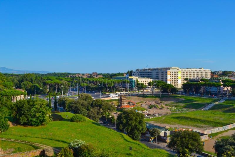 Daleki widok palatynu wzgórze od Romańskiego forum w Rzym, Włochy, betwe zdjęcie stock