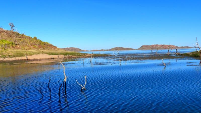 Dalend Forrest Lake Argyle het juweel van Kimberley Western Australia royalty-vrije stock afbeelding