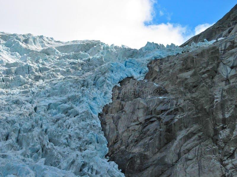 Download Dalend ijs stock foto. Afbeelding bestaande uit ijsberg - 288444
