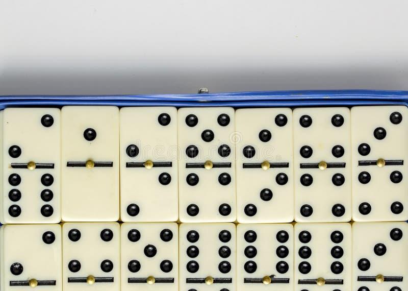 Dalende Domino's Het dominospel stock afbeeldingen