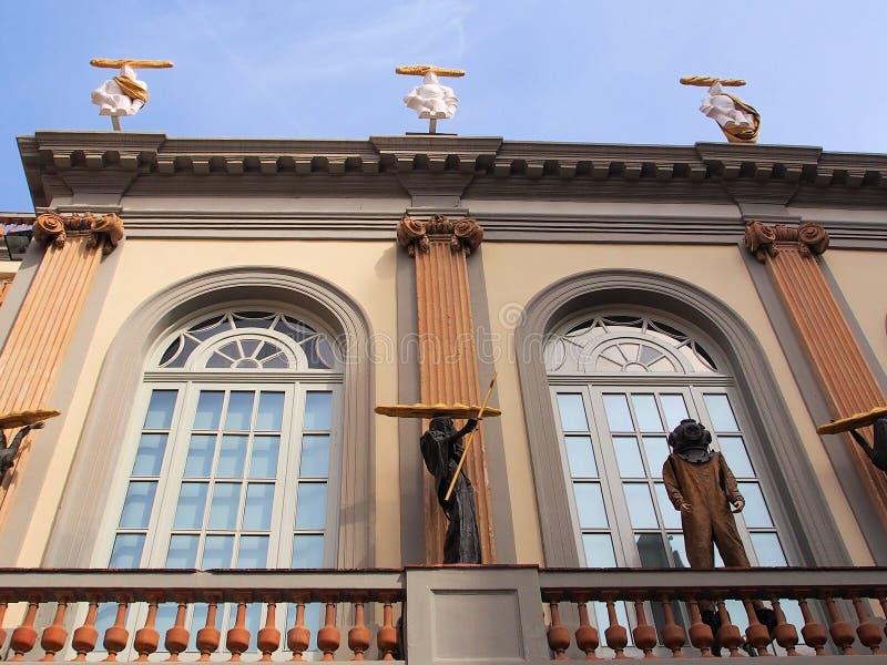 Dali Theatre-Museum, esculturas com pão Rolls foto de stock