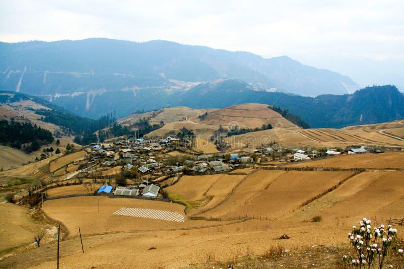 Dali Yunnan, Kina, ser en härlig liten by på dess väg till Lijiang fotografering för bildbyråer