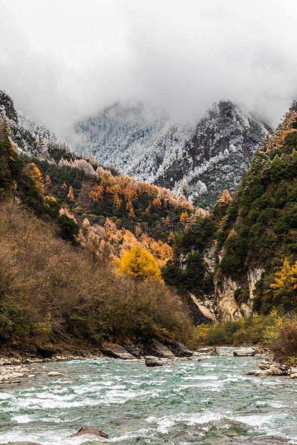 Daling van berg van China stock fotografie