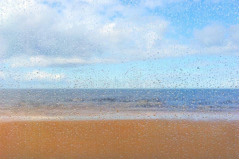 Dalingen op de film tegen de achtergrond van het strand royalty-vrije stock afbeeldingen