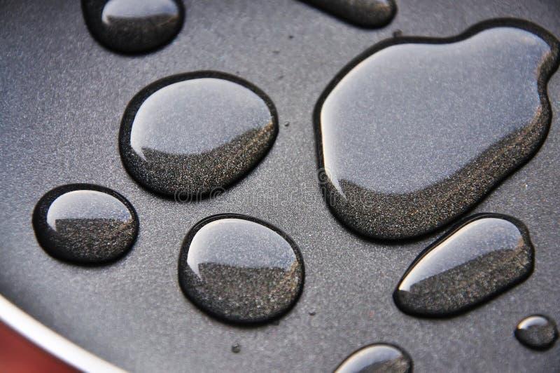 Dalingen op een pan stock afbeeldingen
