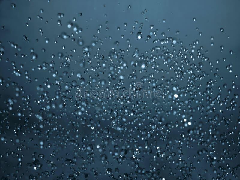 Dalingen van water in de lucht stock fotografie
