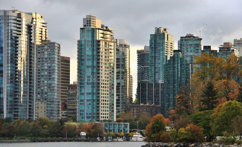 Dalingskleur, de Herfstbladeren, Stadslandschap in Stanley Paark, Vancouver Van de binnenstad, Brits Colombia stock foto