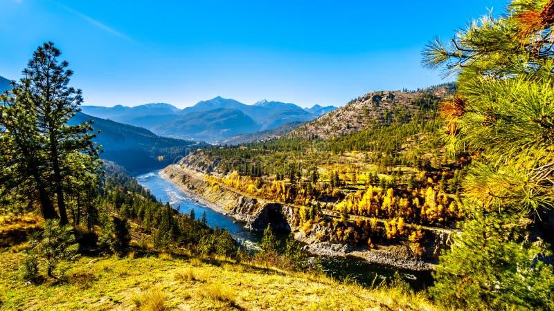 Dalingskleuren langs Thompson River in BC Canada royalty-vrije stock fotografie