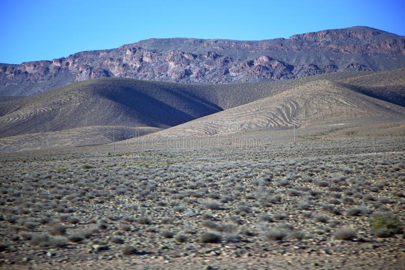dalkulle i africa den isolerade torra jordningen för kartbok arkivfoton