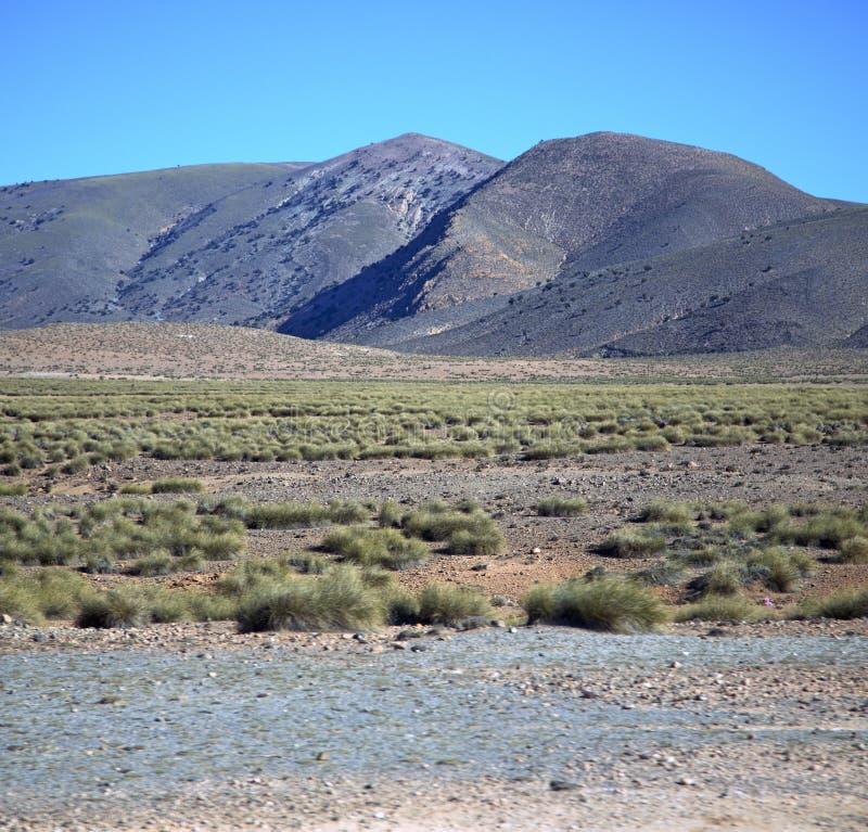 Dalkulle i africa Marocko den torra bergjordningen för kartbok royaltyfria bilder