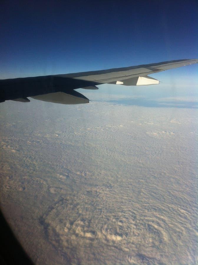 Dalla finestra dell'aeroplano fotografia stock