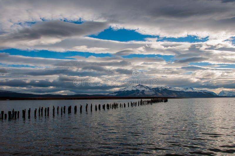 Dalla riva in Puerto Natales, il Cile immagini stock