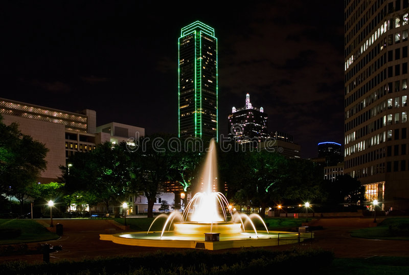 Dallas bij Nacht royalty-vrije stock foto's