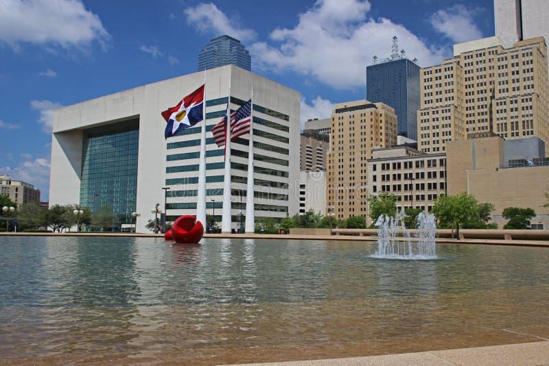 Dallas céntrica: Visión desde ayuntamiento imagenes de archivo