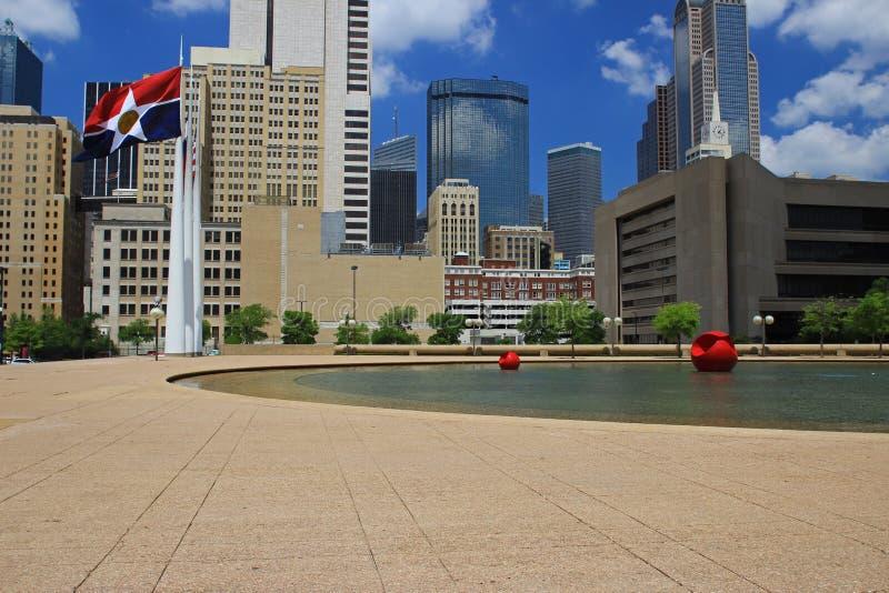 Dallas céntrica: Visión desde ayuntamiento imagen de archivo