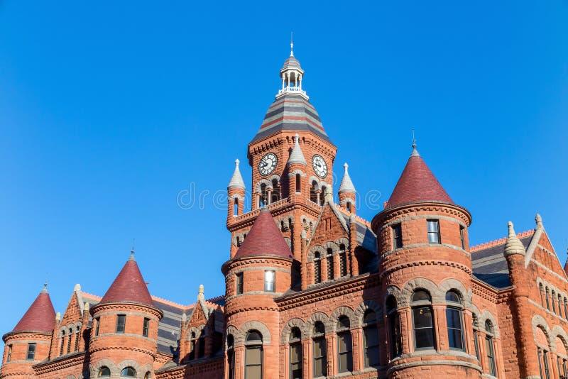 Dallas County Courthouse också som är bekant som det gamla röda museet royaltyfri fotografi
