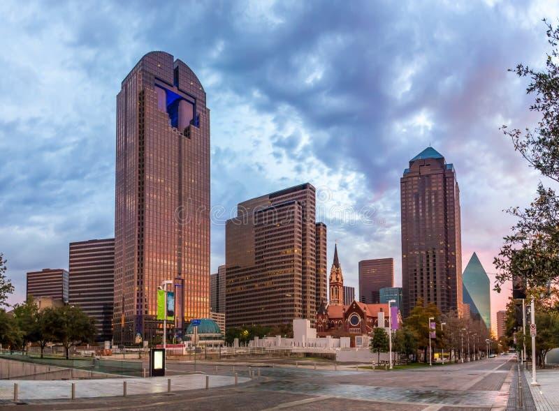 Dallas du centre - secteur d'arts le soir image libre de droits