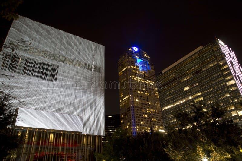 Dallas en la noche imagen de archivo