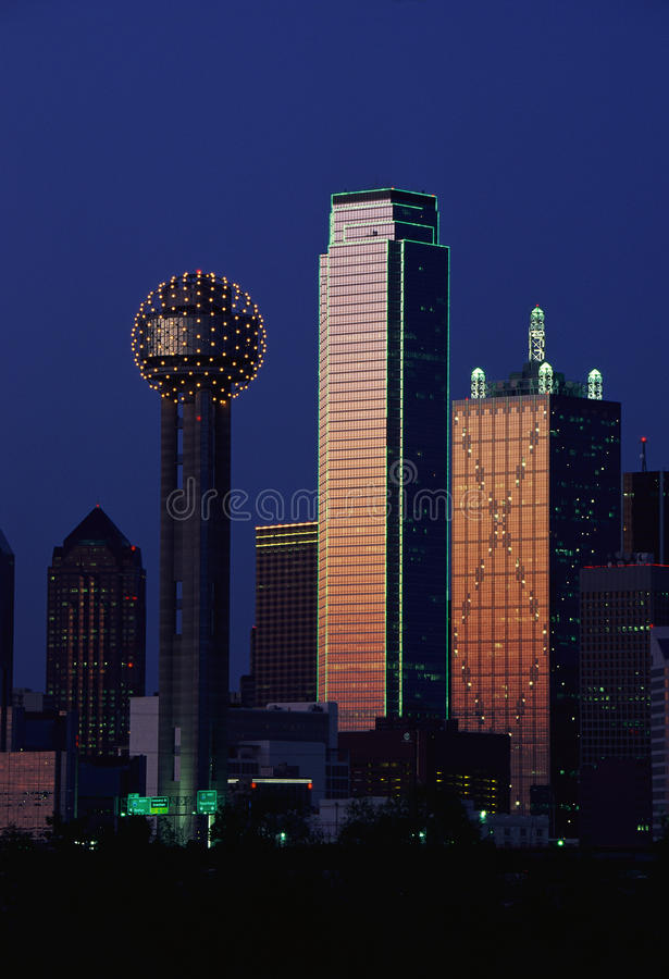 Dallas, horizon de TX au crépuscule photographie stock libre de droits