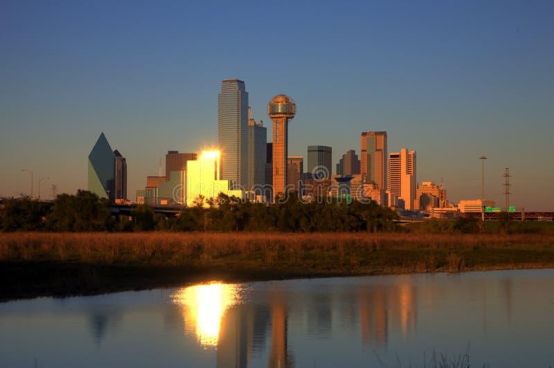 Dallas, horizonte de TX en la oscuridad fotos de archivo