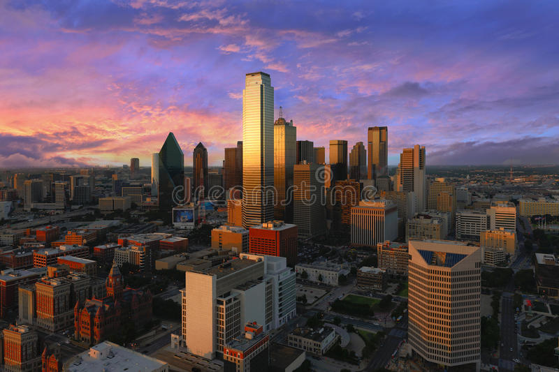 Dallas i stadens centrum siktsskott från mötetorn royaltyfri foto