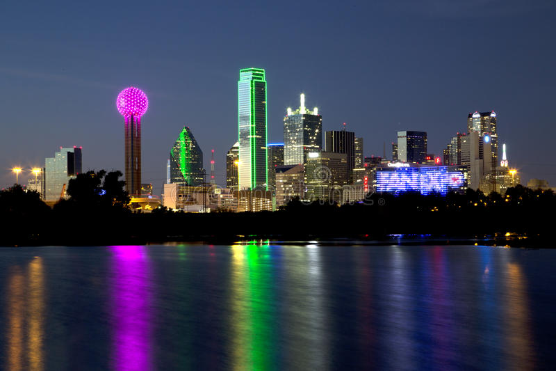 Dallas linii horyzontu nocy sceny zdjęcie stock