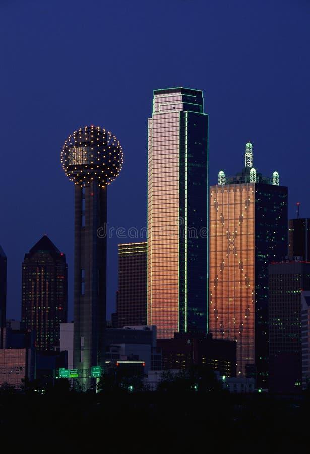 Dallas, przy półmrokiem TX linia horyzontu fotografia royalty free