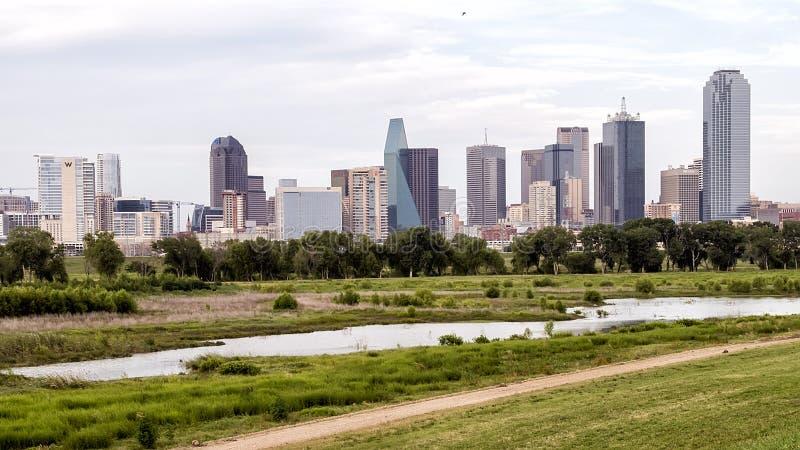 Dallas Skyline från det västra arkivfoto