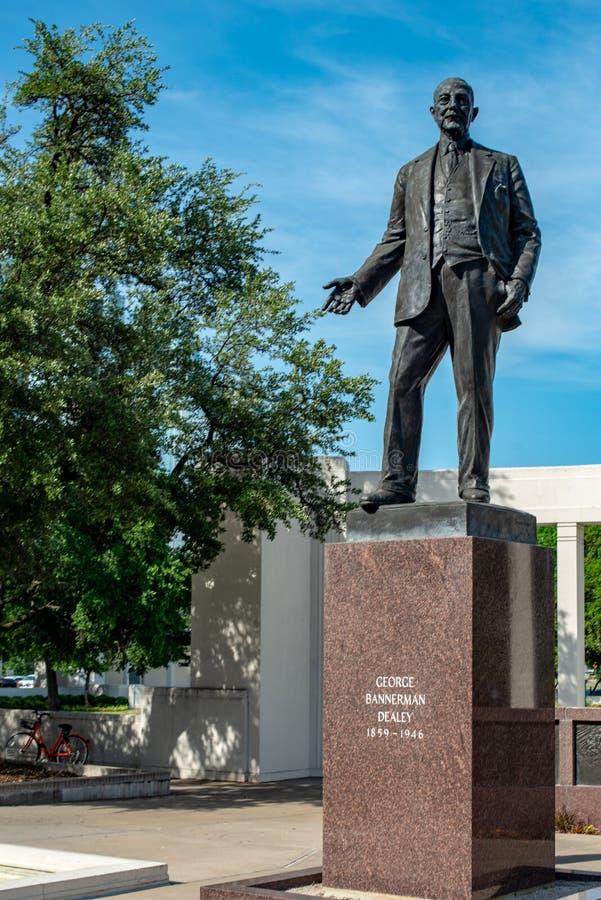 Dallas, Tejas - 7 de mayo de 2018: George Bannerman Dealey Monument en la plaza de Dealey, Dallas, Tejas imágenes de archivo libres de regalías