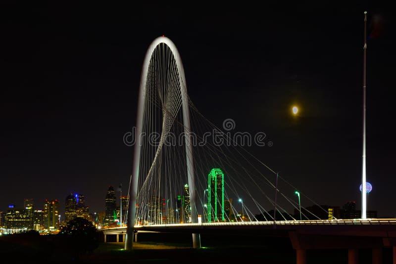 Dallas Teksas linii horyzontu Margaret wzgórza polowania most fotografia royalty free