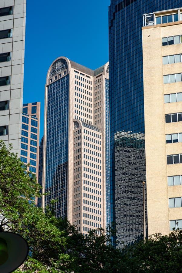 Dallas, Texas - 7 de maio de 2018: Comerica Bank eleva-se localizado na rua de Ervay imagens de stock
