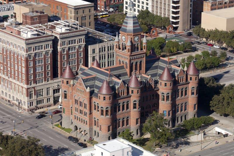 Dallas: Tribunal rojo viejo imagen de archivo