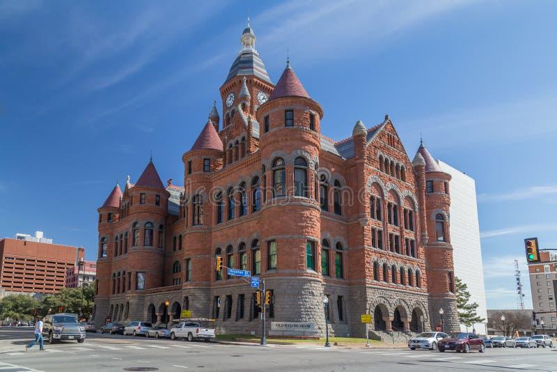 Dallas, TX/USA - circa febrero de 2016: Museo rojo viejo, antes Dallas County Courthouse en Dallas, Tejas fotos de archivo