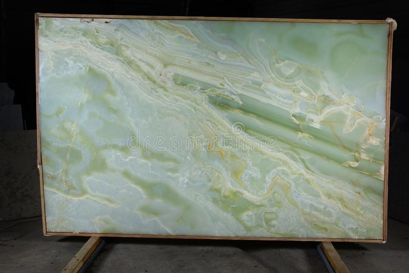 Dalle de l'onyx vert en pierre naturel, considéré semi-précieux photographie stock