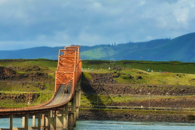 Dalles桥梁在哥伦比亚河峡谷 库存图片