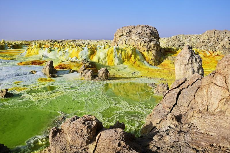 Dallol火山酸湖和盐储蓄,在远处地区,Danakil,埃塞俄比亚 免版税库存图片