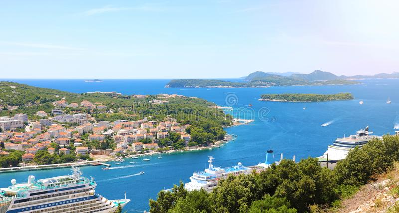 Dalmatinischer Küstenlinienpanoramablick von Dubrovnik, Kroatien, Europa lizenzfreie stockfotos